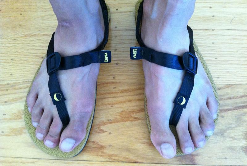 luna-sandals-mono-top